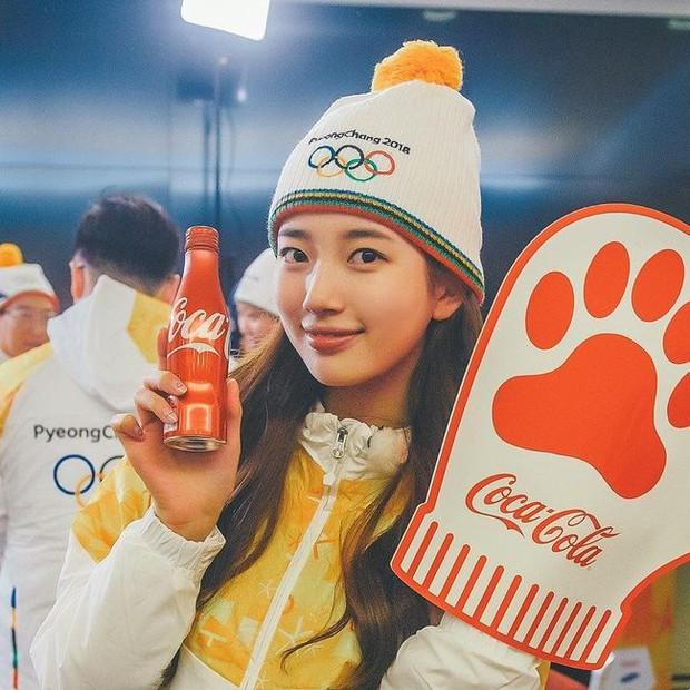 1 nữ thần xứ Hàn từng náo loạn lễ rước đuốc Olympic 2018: Đẹp ngây ngất giữa đoàn diễu hành, chấp ống kính phóng viên zoom sát - Ảnh 10.
