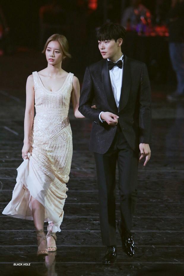 Top cặp đôi được mong cưới nhất: Thời gian yêu của 2 couple của Sooyoung và Kim Woo Bin gây choáng, Hyuna như vợ chồng son - Ảnh 9.