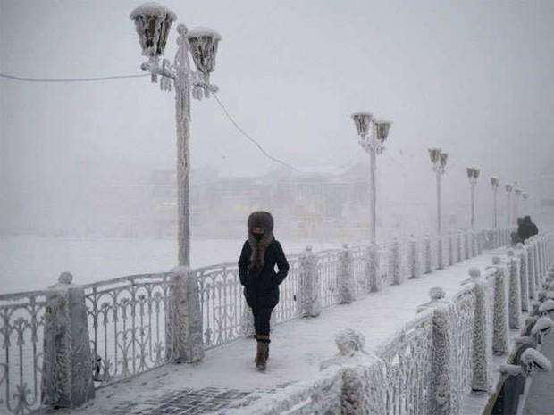 YouTuber đánh liều tới thăm thành phố lạnh nhất thế giới, buốt giá gấp 2 lần Bắc Cực và gần như chẳng bao giờ thấy mặt trời - Ảnh 6.