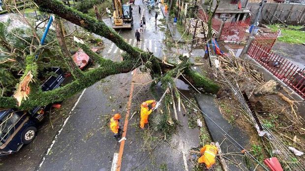 Mặc kệ lũ lụt ngập cả mét, quán net Philippines vẫn chật kín game thủ rủ nhau đến combat như thường - Ảnh 5.
