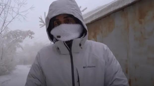 YouTuber đánh liều tới thăm thành phố lạnh nhất thế giới, buốt giá gấp 2 lần Bắc Cực và gần như chẳng bao giờ thấy mặt trời - Ảnh 1.