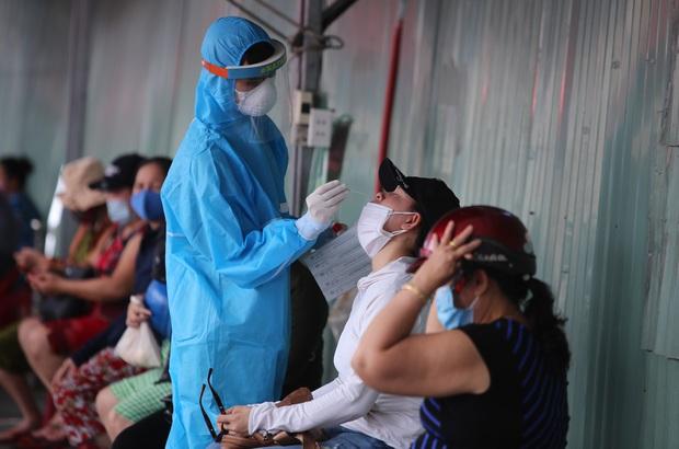 KHẨN: Đà Nẵng tìm người đến chợ tạm Hóa Sơn vừa phát hiện tiểu thương bán cá nhiễm Covid-19 - Ảnh 1.