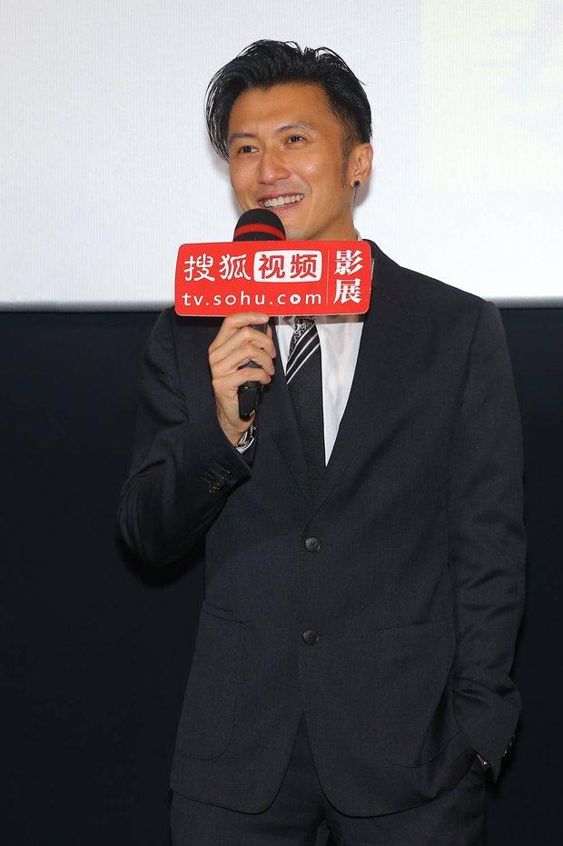 Tạ Đình Phong lần đầu lộ diện sau tuyên bố không sinh con với Vương Phi, phong độ tuổi 41 khiến chị em xỉu up xỉu down - Ảnh 2.