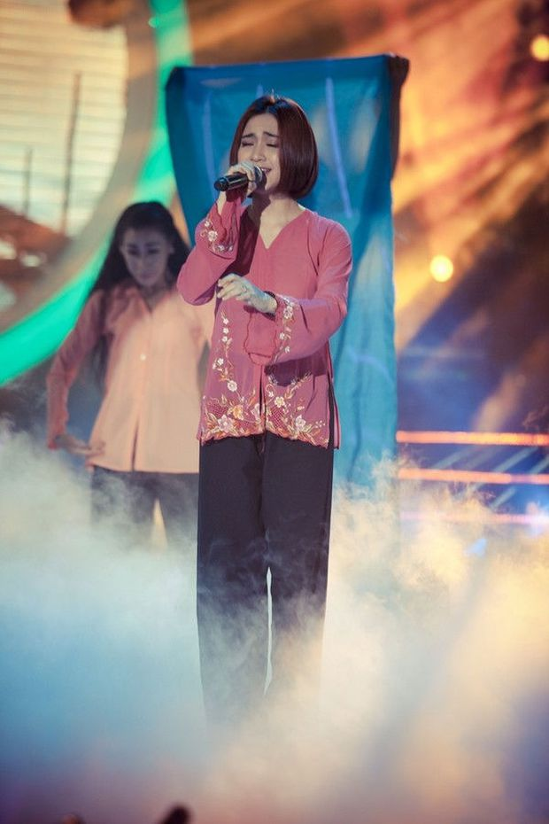 GK Hoài Linh từng bị chỉ trích vì Hòa Minzy bị loại khỏi Gương Mặt Thân Quen 5 năm về trước - Ảnh 1.