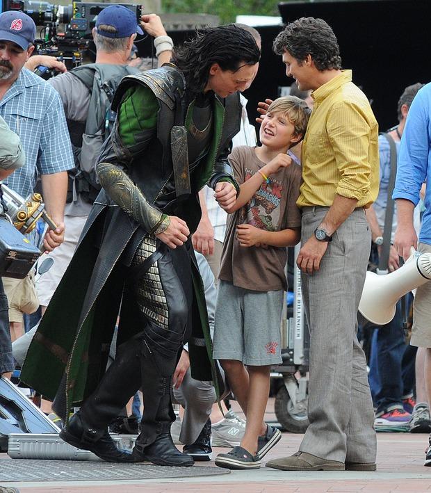 Loki luôn đối xử đặc biệt với 1 fan nhí, ai ngờ cậu bé là con ruột của Hulk: Vừa bị bố bé đánh tơi bời, sao dám không ưu ái? - Ảnh 3.