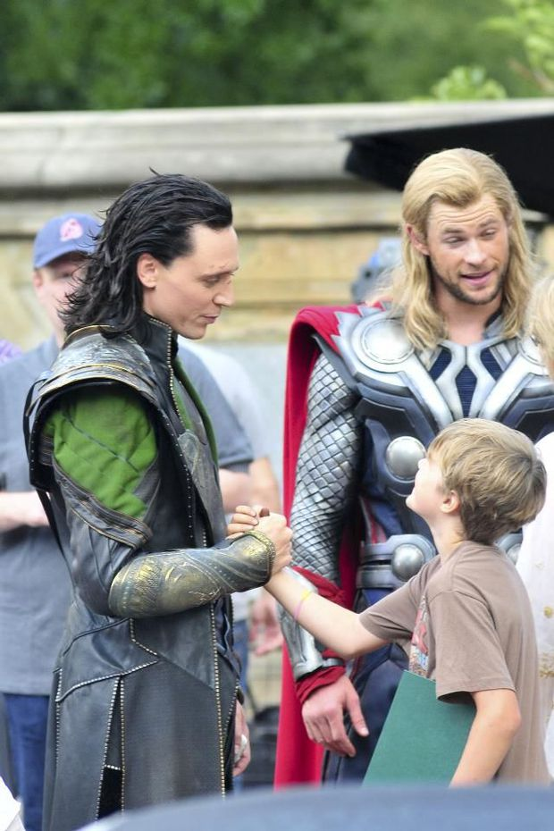 Loki luôn đối xử đặc biệt với 1 fan nhí, ai ngờ cậu bé là con ruột của Hulk: Vừa bị bố bé đánh tơi bời, sao dám không ưu ái? - Ảnh 6.