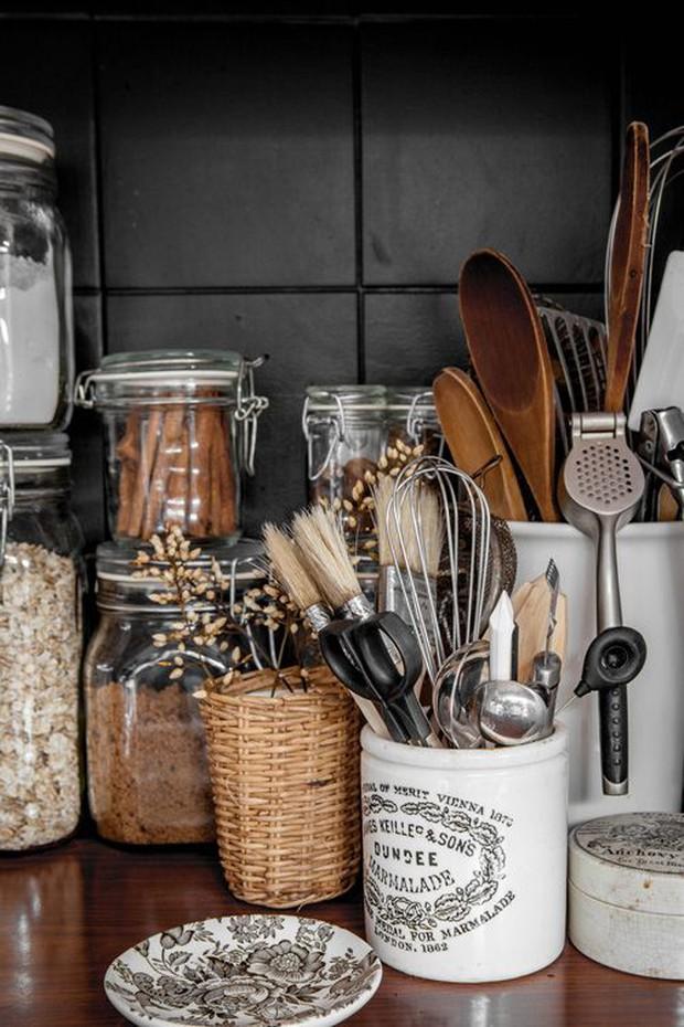 8 món đồ không bao giờ xuất hiện trong một ngôi nhà tinh tế, dễ là bạn lại đang tích trữ đấy - Ảnh 1.