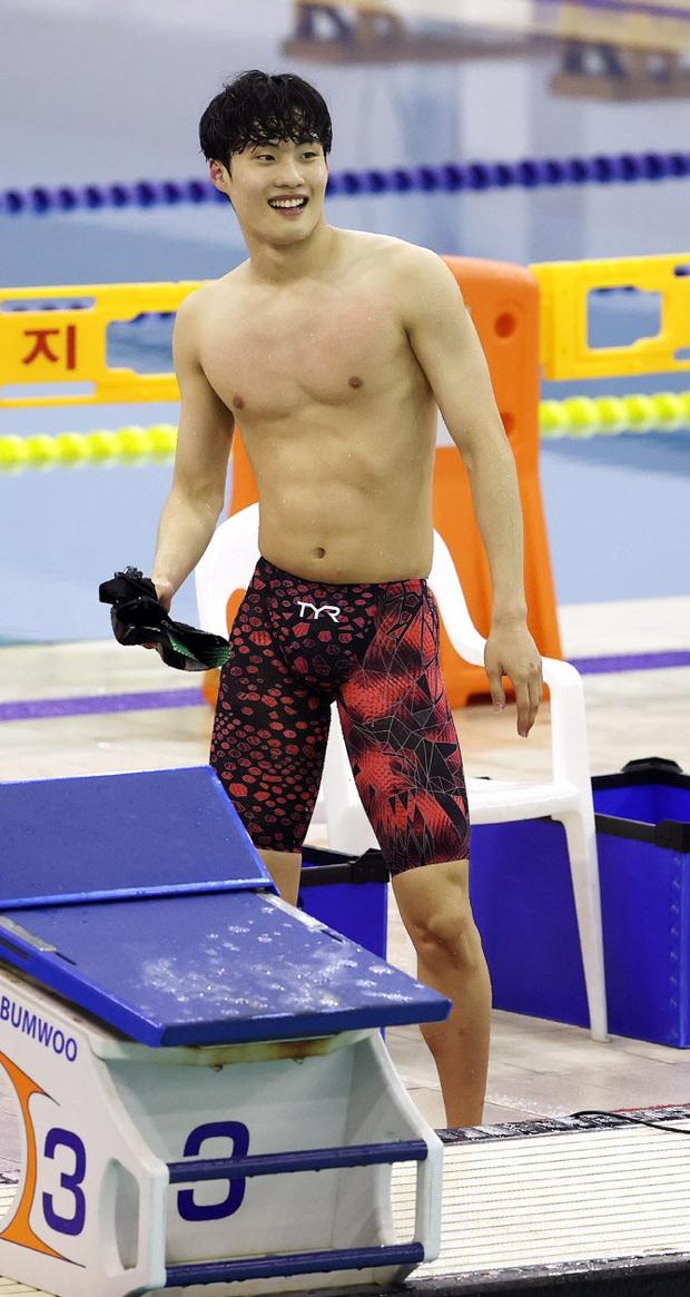 Jennie (BLACKPINK) công khai ủng hộ soái ca bơi lội 8 múi cực mlem tại Olympic, G-Dragon có ghen nổ mắt không đây? - Ảnh 4.