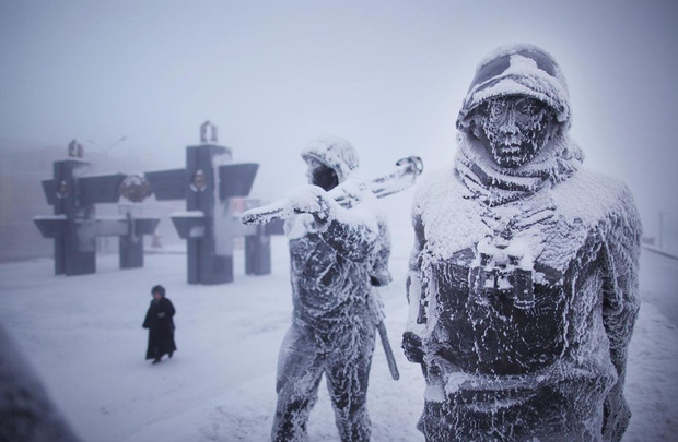YouTuber đánh liều tới thăm thành phố lạnh nhất thế giới, buốt giá gấp 2 lần Bắc Cực và gần như chẳng bao giờ thấy mặt trời - Ảnh 9.