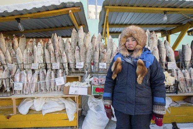 YouTuber đánh liều tới thăm thành phố lạnh nhất thế giới, buốt giá gấp 2 lần Bắc Cực và gần như chẳng bao giờ thấy mặt trời - Ảnh 10.