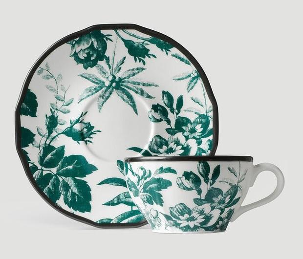 Jennie khoe ảnh uống trà chiều: Đến bộ tách đĩa cũng phải là hàng hiệu mới chịu, bóc giá mà... nấc nhẹ - Ảnh 2.