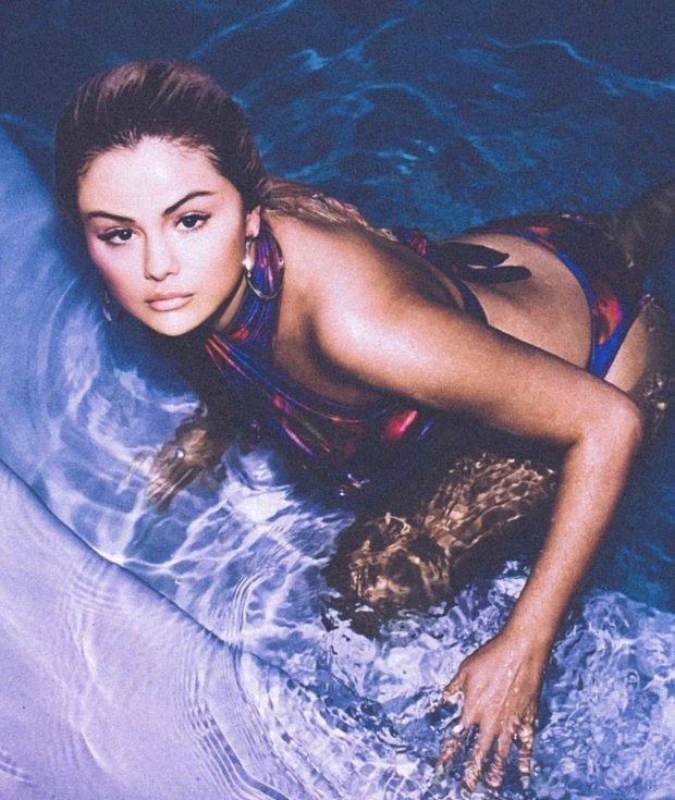 Selena Gomez mặc bikini khoe vòng 1 tăng size ngồn ngộn bỏng mắt, dân tình sững sờ suýt không nhận ra gái ngoan ngày nào - Ảnh 4.