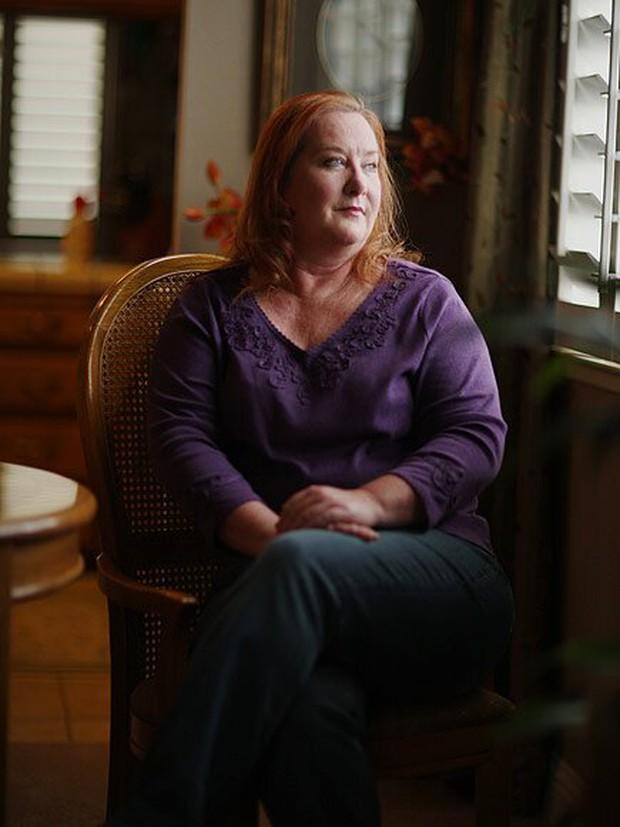 Người phụ nữ từng bị bắt cóc, trói trong quan tài làm nô lệ tình dục suốt 7 năm kể lại về chuỗi ngày địa ngục với tình tiết quá kinh hoàng - Ảnh 8.