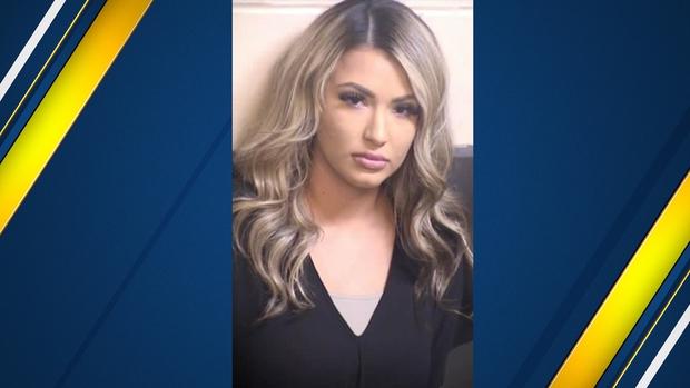 Nữ quản giáo xinh đẹp bị bắt vì quan hệ tình dục với tù nhân trước mặt 11 tù nhân khác - Ảnh 1.