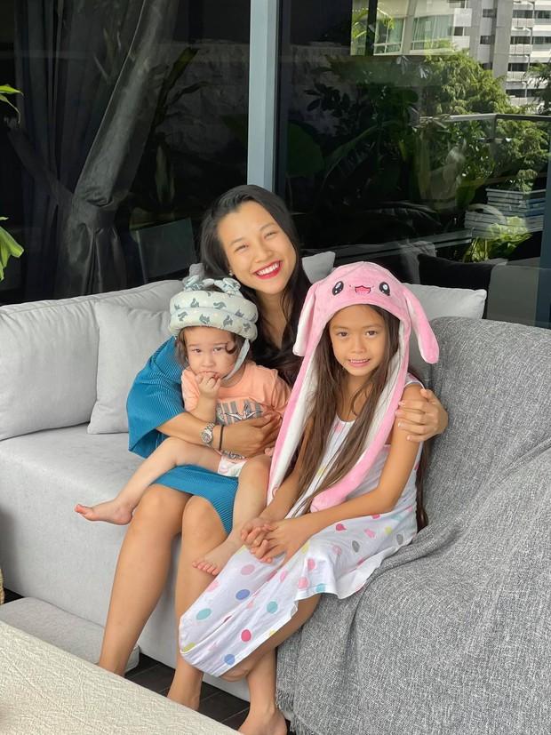 Đoan Trang hội ngộ gia đình Hoàng Oanh, lần đầu hé lộ nhiều ngóc ngách trong căn penthouse xịn sò tại Singapore - Ảnh 3.