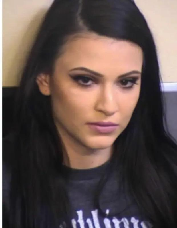 Nữ quản giáo xinh đẹp bị bắt vì quan hệ tình dục với tù nhân trước mặt 11 tù nhân khác - Ảnh 2.