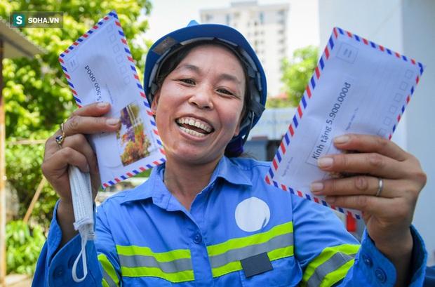 Trao quà tặng 47 công nhân thu gom rác bị nợ lương ở Hà Nội: Sướng quá! Hôm nay nhà tôi sẽ có một bữa cơm có thịt rồi! - Ảnh 7.