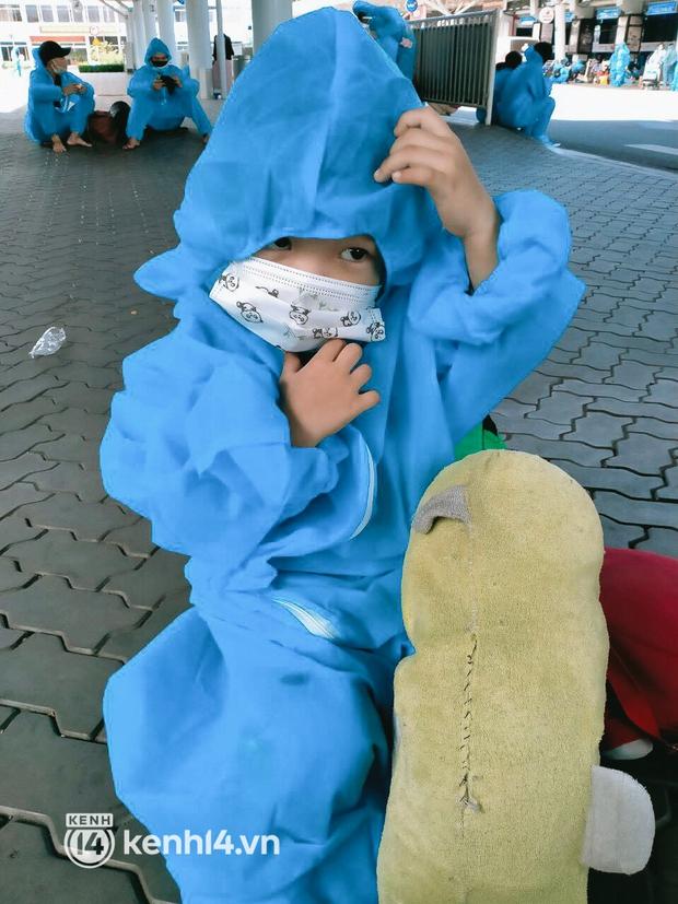 Chuyến bay miễn phí thứ 4 cất cánh rời TP.HCM, đã có 763 người Bình Định về quê tránh dịch - Ảnh 3.