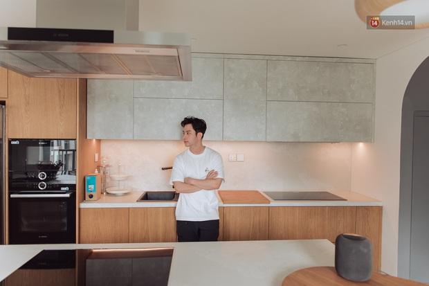 Vũ Dino khoe căn bếp đỉnh của chóp trong penthouse 8 tỷ, đồ bếp siêu tối tân check giá món nào cũng phải trầm trồ - Ảnh 4.