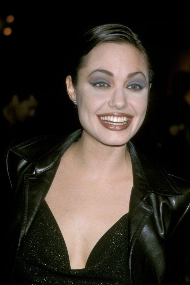 Angelina Jolie đẹp đến mức cân được mọi style makeup, nhưng có 1 kiểu dù có biếu tiền nàng cũng không dám thử lại - Ảnh 4.