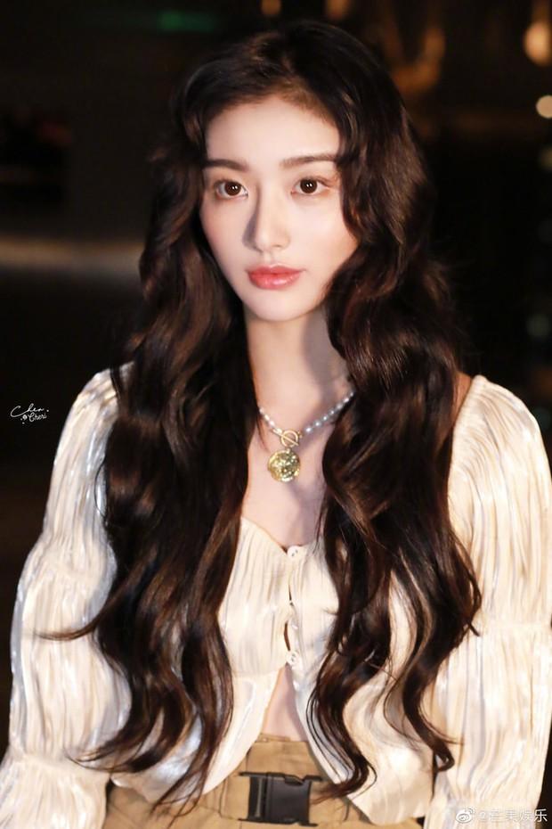 Không thể nhận ra mỹ nhân hàng đầu Thanh Xuân Có Bạn 2: Gương mặt khác lạ, đến fan cũng phải ngỡ ngàng - Ảnh 3.