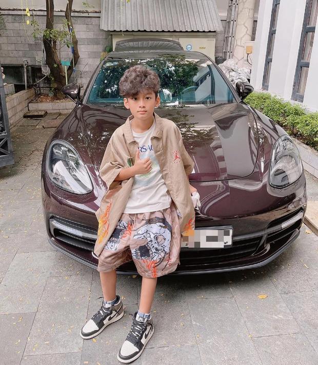 Đại gia Đức Huy rước Bentley giá trên dưới 30 tỷ để dành chở con trai đi chơi, khẳng định độ giàu có khủng khiếp - Ảnh 1.