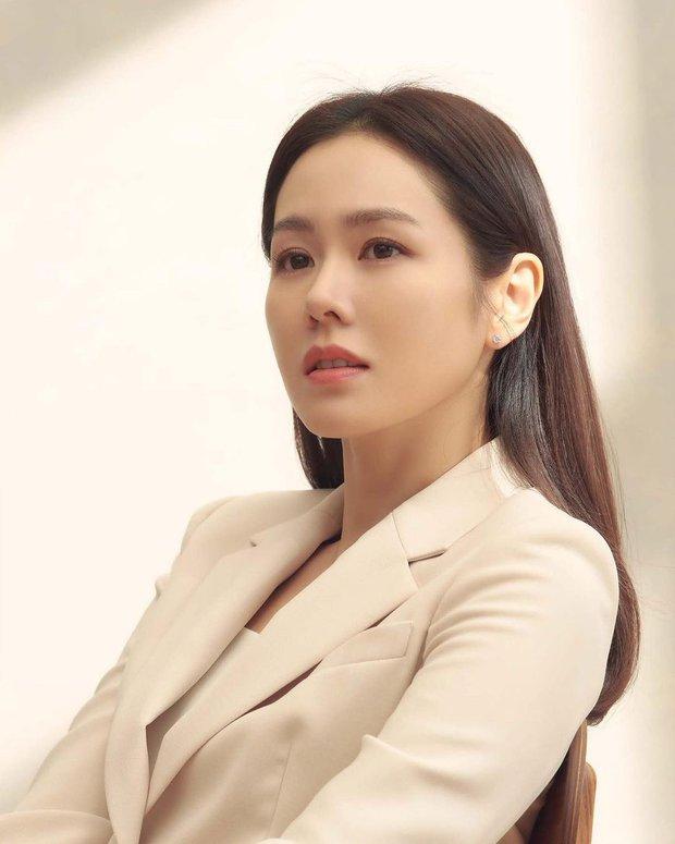 Vừa lộ ảnh hẹn hò, Hyun Bin - Son Ye Jin lại tung hình cùng ngày: Cực phẩm thế này bao giờ mới cưới để có bé con đẹp như mơ? - Ảnh 3.
