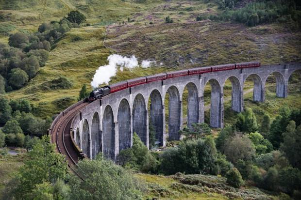 Những địa điểm trong Harry Potter hoàn toàn có thật ngoài đời: Thực tế rốt cuộc trông có ảo diệu phép thuật như trong phim? - Ảnh 2.