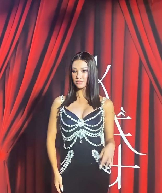 Thương thay chiếc váy Chanel: Tuổi đời 29 năm, bị copy trắng trợn để Á hậu Kim Duyên lẫn... mỹ nhân Thuỷ Thủ Mặt Trăng diện - Ảnh 5.