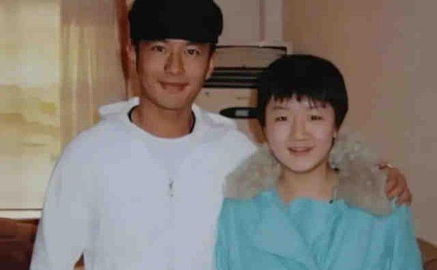 Huỳnh Hiểu Minh mừng rỡ khoe em họ giành huy chương vàng Olympic, động thái của Angela Baby lại khiến Cnet lo lắng - Ảnh 4.