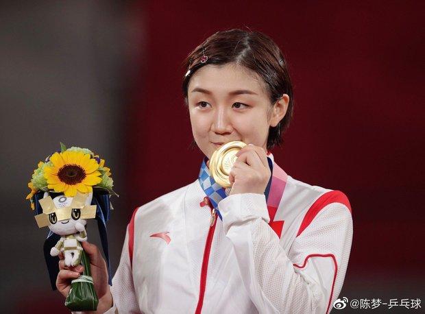 Huỳnh Hiểu Minh mừng rỡ khoe em họ giành huy chương vàng Olympic, động thái của Angela Baby lại khiến Cnet lo lắng - Ảnh 6.