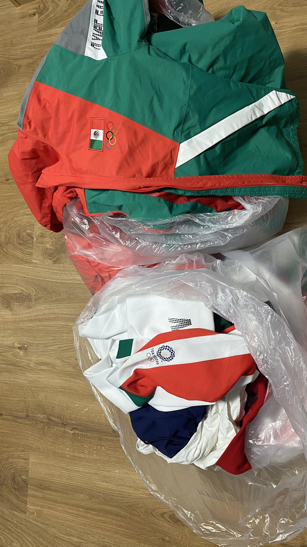 Biến căng tại Olympic: VĐV bóng mềm Mexico hủy hoại hình ảnh quốc gia khi ném đồ thi đấu vào thùng rác, đối mặt nguy cơ phải hầu tòa - Ảnh 1.