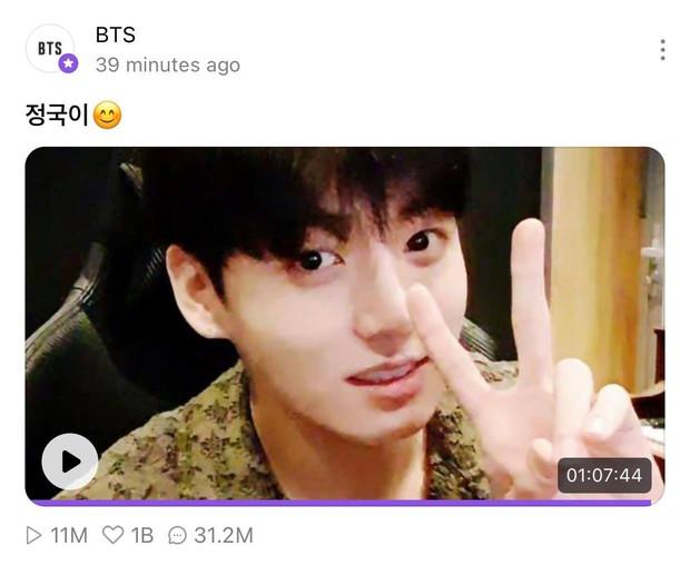 Jungkook (BTS) mở concert online hát đủ thứ nhạc khuấy đảo mạng xã hội, leo hẳn top trending thế giới - Ảnh 3.