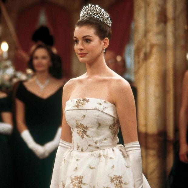 Ngất ngây ảnh nữ thần ngực khủng Anne Hathaway hóa công chúa: Nhan sắc chuẩn báu vật Hollywood, khí chất vương giả khó ai bì - Ảnh 3.