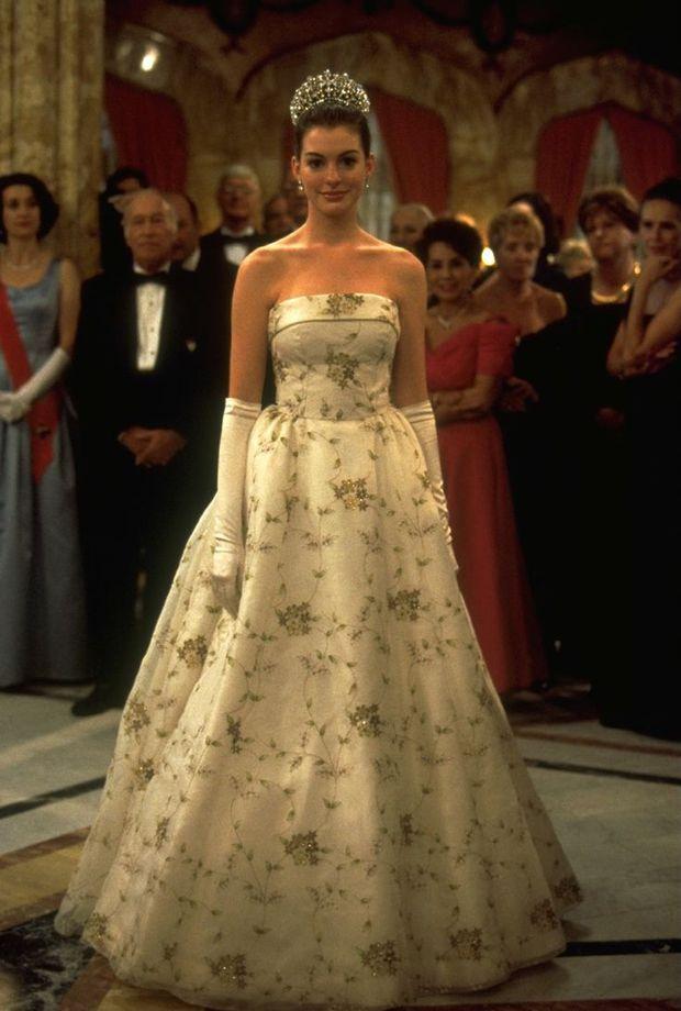 Ngất ngây ảnh nữ thần ngực khủng Anne Hathaway hóa công chúa: Nhan sắc chuẩn báu vật Hollywood, khí chất vương giả khó ai bì - Ảnh 4.