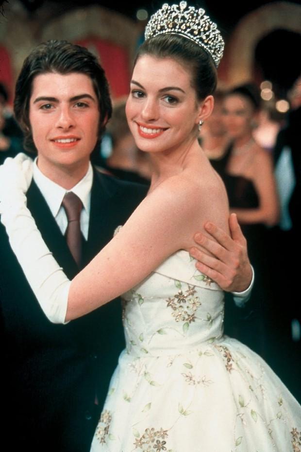 Ngất ngây ảnh nữ thần ngực khủng Anne Hathaway hóa công chúa: Nhan sắc chuẩn báu vật Hollywood, khí chất vương giả khó ai bì - Ảnh 6.