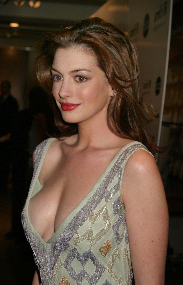 Ngất ngây ảnh nữ thần ngực khủng Anne Hathaway hóa công chúa: Nhan sắc chuẩn báu vật Hollywood, khí chất vương giả khó ai bì - Ảnh 13.