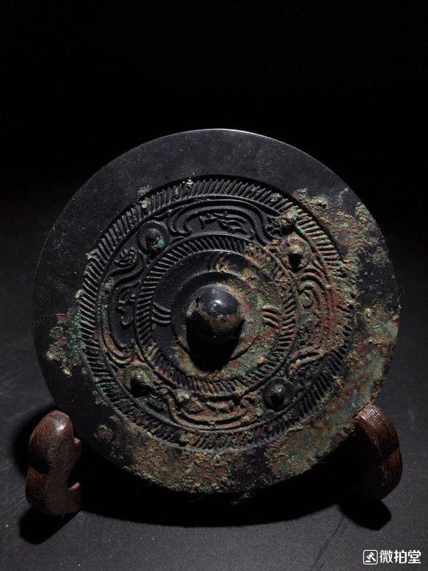 Để nhanh thành triệu phú, cả ngôi làng cùng tham gia trộm hàng trăm ngôi mộ và bán đi vô số cổ vật niên đại 3.000 năm: Kết cục cay đắng! - Ảnh 2.