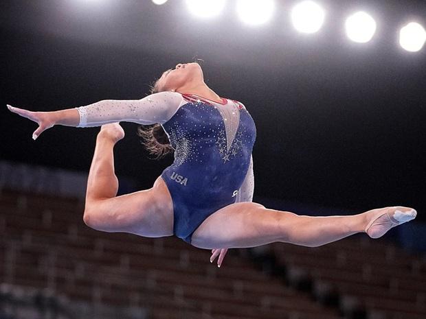 Nữ VĐV dân tộc HMông xuất sắc giành HCV Olympic Tokyo, nhìn móng tay của cô nàng thì càng khâm phục hơn - Ảnh 2.