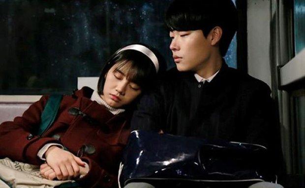 6 phim Hàn có tam giác tình yêu xoắn não cực mạnh: Nevertheless gây tranh cãi, bao năm vẫn khóc ròng vì cái kết Reply 1988 - Ảnh 18.
