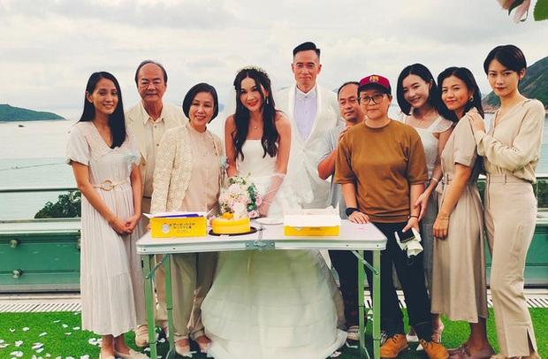 Đát Kỷ Ôn Bích Hà gây xôn xao với hình ảnh mặc váy cưới bốc lửa ở tuổi 55, netizen tranh cãi dữ dội - Ảnh 7.