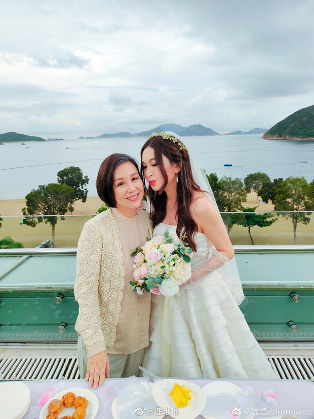 Đát Kỷ Ôn Bích Hà gây xôn xao với hình ảnh mặc váy cưới bốc lửa ở tuổi 55, netizen tranh cãi dữ dội - Ảnh 4.