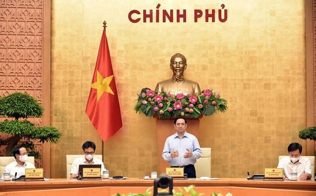 Thủ tướng: Chống dịch COVID-19 còn rất trường kỳ, không để khủng hoảng kinh tế - xã hội - Ảnh 1.
