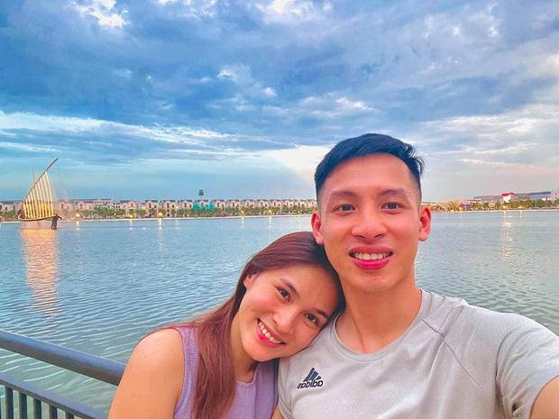 Tiền vệ tuyển Việt Nam nhờ vợ cắt tóc - Ảnh 2.