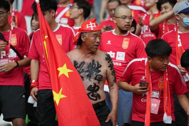 Người hâm mộ Trung Quốc: Ối mẹ ơi, đá thế này thì đội tuyển nhà mình chỉ còn cái nịt! - Ảnh 3.