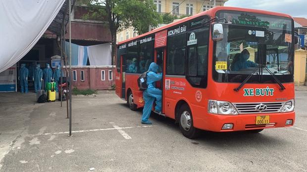 Thêm 368 công dân Thừa Thiên - Huế từ vùng có dịch đã về tới quê bằng tàu hỏa - Ảnh 3.