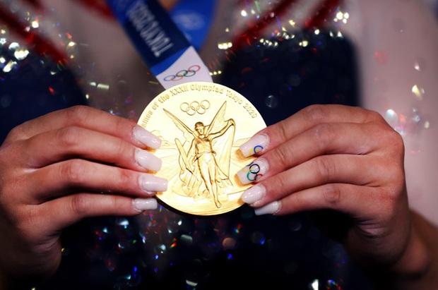 Nữ VĐV dân tộc HMông xuất sắc giành HCV Olympic Tokyo, nhìn móng tay của cô nàng thì càng khâm phục hơn - Ảnh 3.