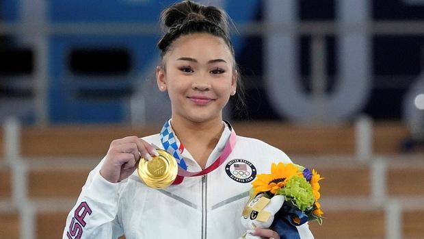 Nữ VĐV dân tộc HMông xuất sắc giành HCV Olympic Tokyo, nhìn móng tay của cô nàng thì càng khâm phục hơn - Ảnh 4.