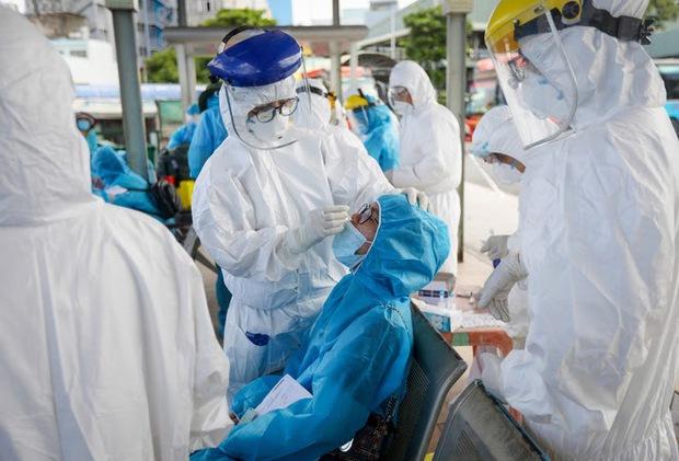 Virus âm thầm gây dựng thành luỹ kiểu xôi đỗ: PGS Nguyễn Huy Nga chỉ ra điều thuận lợi khiến dịch dễ bùng phát - Ảnh 1.