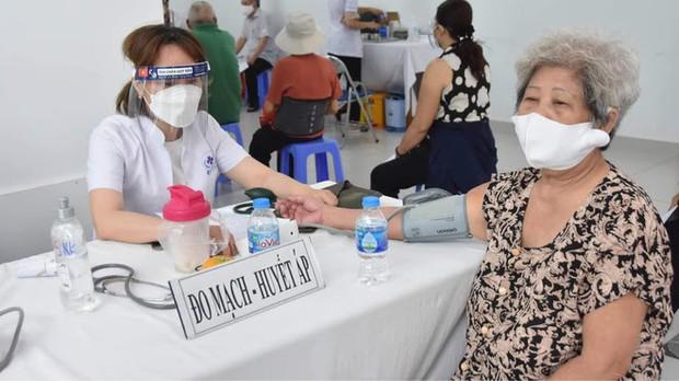 Virus âm thầm gây dựng thành luỹ kiểu xôi đỗ: PGS Nguyễn Huy Nga chỉ ra điều thuận lợi khiến dịch dễ bùng phát - Ảnh 3.